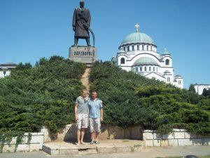 Вадим Грачев с другом. Сербия, центр Белграда. Памятник Карагеоргию, на заднем фоне собор св. Саввы Сербского.