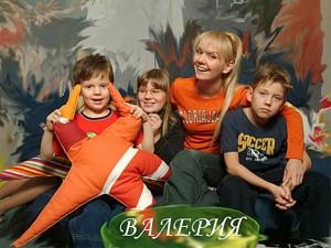 Певица Валерия с детьми