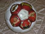 Мяч с автографами звезд мирового футбола