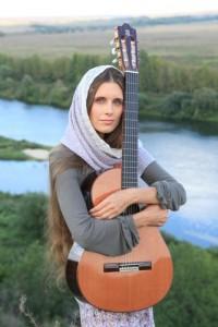 Светлана Копылова - исполнительница авторской песни, киноактриса.