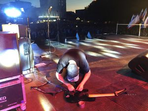 Концерт в Симферополе - сломанная гитара