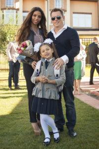 Певица Габриелла с дочкой и мужем