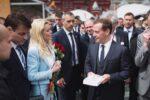 Тележурналист Елена Николаева подарила книгу Дмитрию Медведеву