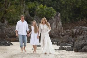 Певица Варвара с мужем и дочкой.
