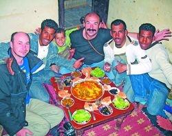 Журналист и путешественник Андрей Приписнов с друзьями из Марокко
