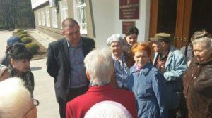 Представитель Администрации г.Курорта-Кисловодска общается с жителями, 2017 г.