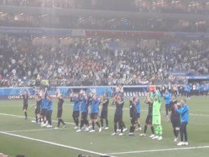 Сборная Хорватии благодарит болельщиков после матча. Фото Михаила Семёнова.