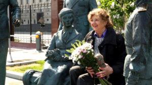 Алина Станиславовна Покровская и Максим Васюнов, фильм Офицеры, у памятника героям фильма «Офицеры».
