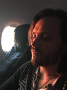 Джонатан Джексон в самолёте. Возвращение из Минеральных вод в Москву.