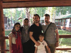 Семья Джексонов и Вадим Грачев на Ганиной яме.