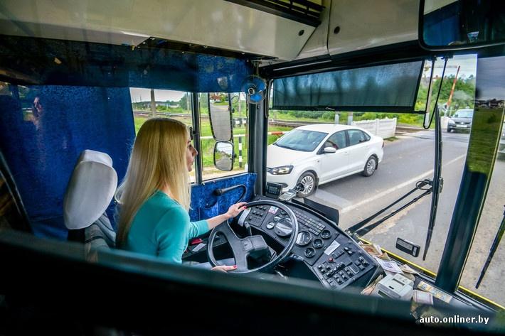 filmi-porno-fotka-v-avtobuse-s-blondinkoy-pristaet