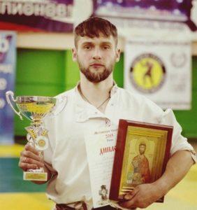 Денис Антипов