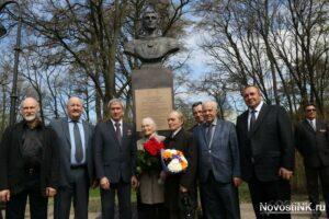 Памятник космонавту Сергею Крикалеву