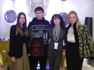 """Слева направо: Юлия Музыка, Руководитель проекта """"Rustrend"""", дизайнер Алисин, журналист Светлана Фатьянова, арт-эксперт Виктория Шелягова."""