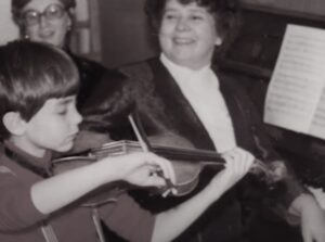 Митрополит Иларион, детское фото, игра на скрипке
