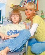 Елена Корикова с сыном Арсением.