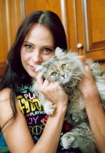 Марина Хлебникова и кошка