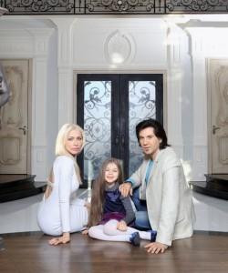 Авраам Руссо с супругой и дочкой, Православие, дом, семья