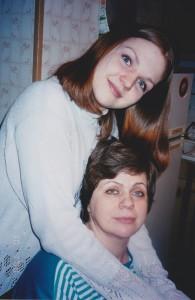Марина Девятова с мамой. (На этом фото Марине 17 лет).