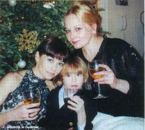 Елена Корикова с сыном и мамой