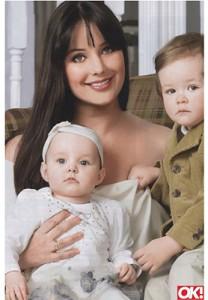 Оксана Федорова с дочкой Елизаветой и сыном Федором.