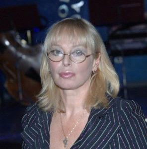 Поэтесса, автор текстов песен, сценарист, продюсер, лауреат телевизионного фестиваля «Песня года» Любовь Воропаева, изучение иностранных языков, английский, испанский