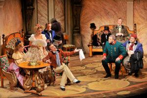 Сцена из спектакля Ревизор (Н.В. Гоголь) в постановке Малого театра.