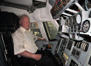 Лётчик-космонавт И.П. Волк в кабине «Бурана»