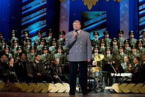 Народный артист России, генерал-майор, профессор Виктор Елисеев.