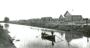 Лагерь военнопленных на берегу канала