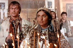 Кадр из фильма Тени забытых предков, рецензия, Лариса Кадочникова