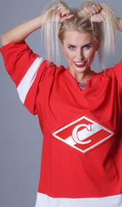 Юля Ушакова - российская спортсменка, Заслуженный мастер спорта по бодифитнесу, хоккей, спартак