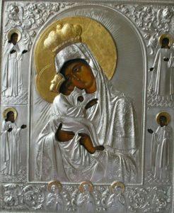 Почаевская икона Божьей Матери. Серебряно-золотой оклад был привезен из Почаева замечательной художницей и прекрасным человеком Кобзаревой Татьяной.