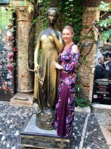 Певица Варвара. Италия, Верона, памятник Джульетте.