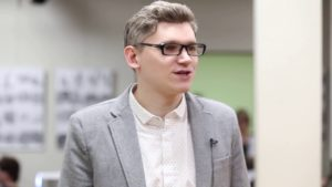 """Тележурналист и сценарист Максим Васюнов. На премьере фильма """"Чехов Интерстеллар""""."""