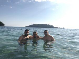 Черногория. Вадим Грачев с друзьями, пляж, море