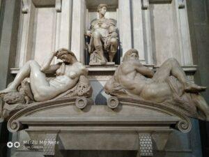 """Скульптуры Микеланджело из Капеллы Медичи. """"День и ночь""""."""