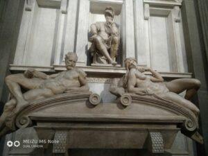"""Скульптуры Микеланджело из Капеллы Медичи. """"Закат и рассвет""""."""