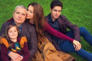 Актриса Екатерина Гусева с мужем и детьми