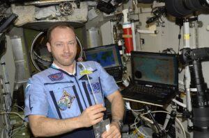 Космонавт Александр Мисуркин, на борту.