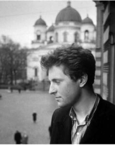 Иосиф Бродский (портрет у окна с видом на Спасо-Преображенский собор), 1956 г.