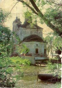 Состояние храма на момент его передачи церкви. Видно, что в нём располагалась спасательная станция.