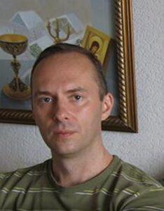Член Союза дизайнеров России, доцент Константин Чепуков.