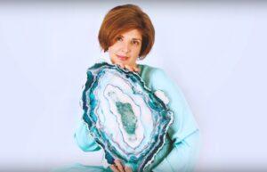 Инна Клейменова, дизайнер, художник-смолянист.