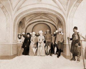 Великие князья Сергей Александрович, Павел Александрович и Великая княгиня Елисавета Феодоровна со свитой в храме св. Марии Магдалины в Гефсимании в Иерусалиме.