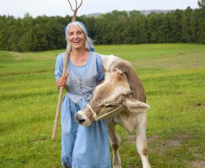 Женщина с коровой