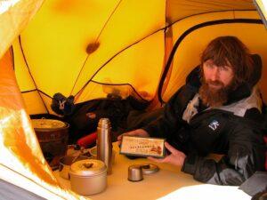 Фёдор Конюхов в палатке