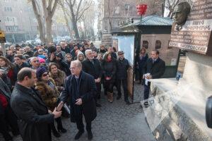 Открытие памятной доски в Ереване.