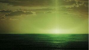 Зеленый луч в океане