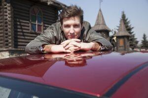 Певец Илья Викторов, авто, за рулём
